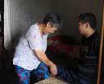 Kisah Istri Penggendong Suami Seumur Hidup [ www.BlogApaAja.com ]